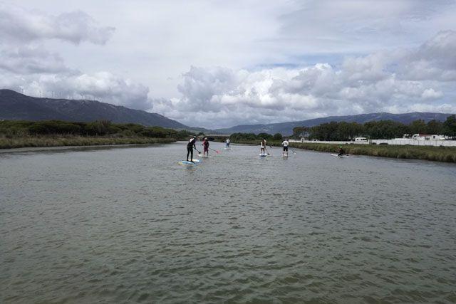 Practicar paddle surf en el río de la Jara es una experiencia que debe vivirse al menos una vez en la vida.