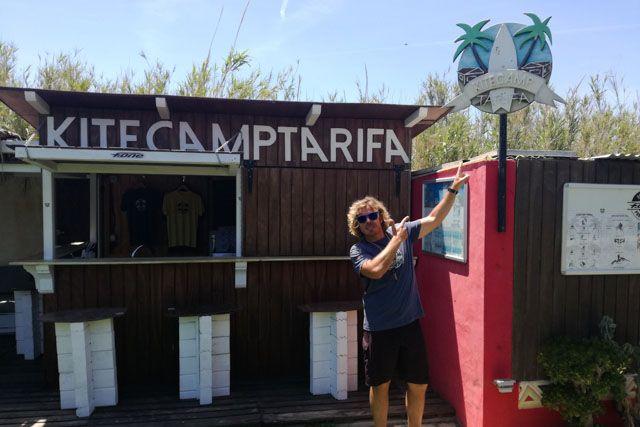 Kitecamp Tarifa es un fantástico campamento de kite donde aprenderás a practicar este divertido y refrescante deporte.