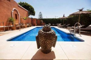 El Hotel Madreselva es un alojamiento con mucho encanto situado en el corazón de los Caños de Meca.